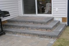 Rustic Pisa 2 block retainer wall steps from patio