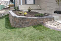 Rustic Pisa 2 with Charcoal capstone block retainer wall