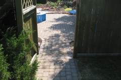 Rustic Cobble paving stone patio with circle accent at gate